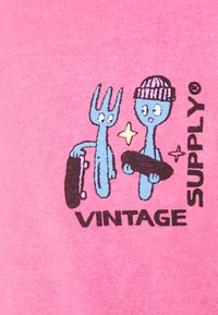 Vintage Supply - OVERDYE BRANDED TEE - T-shirt z nadrukiem - pink - 5