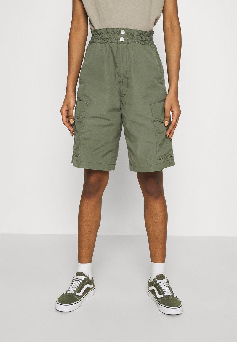 Carhartt WIP - DENVER  - Shorts - dollar green