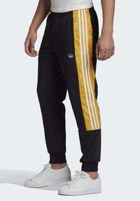 adidas Originals - BX-20 GRAPHIC TRACKSUIT BOTTOMS - Tracksuit bottoms - black - 2