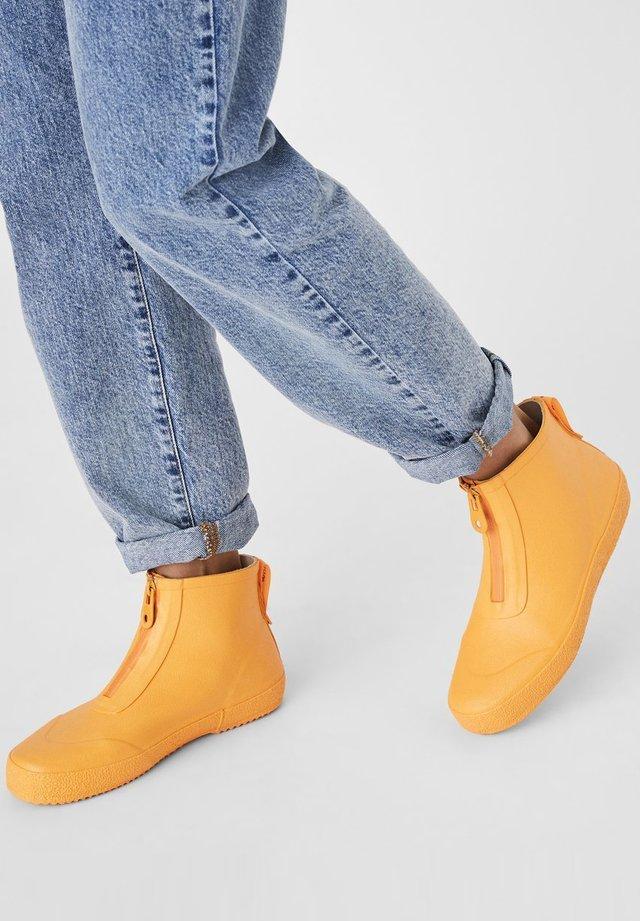 STIEFEL NIEDRIGE GUMMI - Ankle boots - yellow