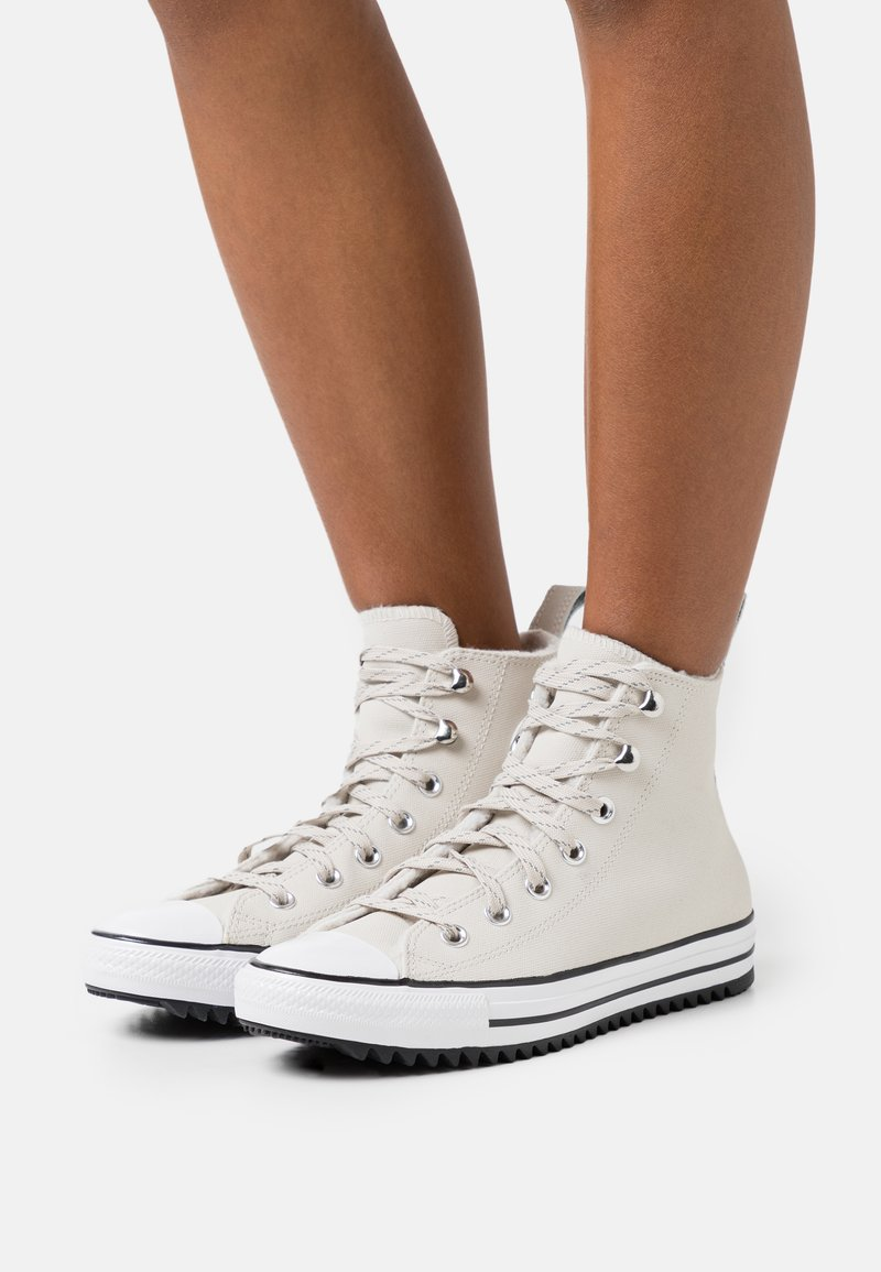 Converse - CHUCK TAYLOR ALL STAR MC WATER-RESISTANT - Zapatillas altas - light orewood brown/black/white