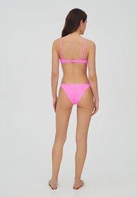 PULL&BEAR - MIT SCHLITZ - Bikini top - pink - 2