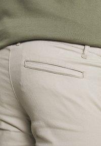 Pier One - Pantalones chinos - taupe - 4