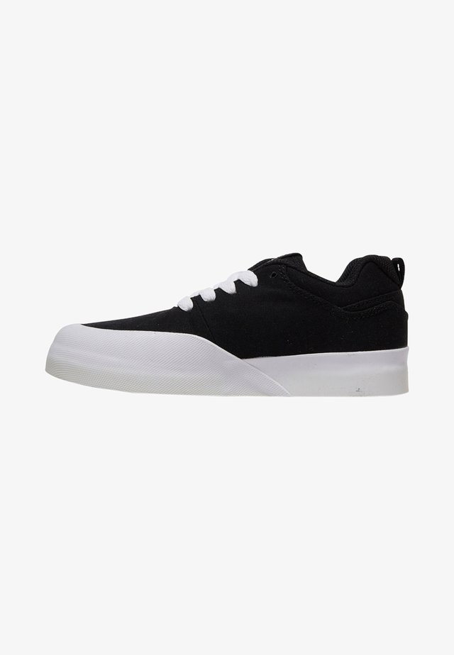 INFINITE TX  - Skate shoes - black/white