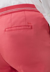 BRAX - STYLE MARON - Trousers - coral - 4