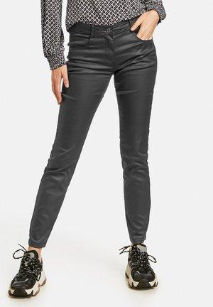 LANG BESCHICHTETE - Trousers - black