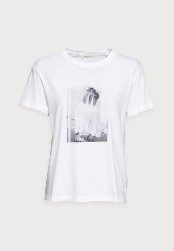 T-shirts med print - multi