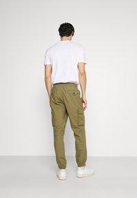 GAP - JOGGER - Reisitaskuhousut - green khaki - 2