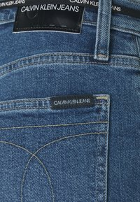 Calvin Klein Jeans - MOM - Relaxed fit jeans - mid blue - 2