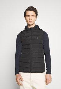 Gym King - CORE GILET - Vest - black - 0