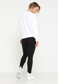 Puma - LOGO CREW - Sweatshirt - white - 2