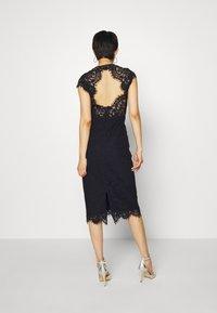 IVY & OAK - SHIFT DRESS MIDI - Cocktail dress / Party dress - navy blue - 2