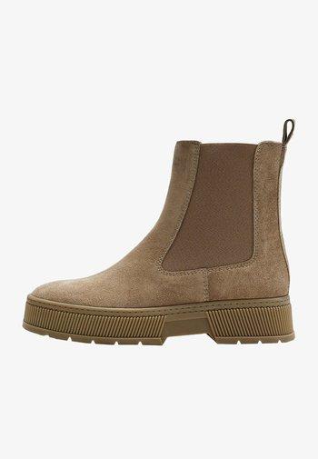 MIT PLATEAU - Platform ankle boots - brown