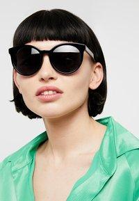 Marc Jacobs - Sonnenbrille - black - 1