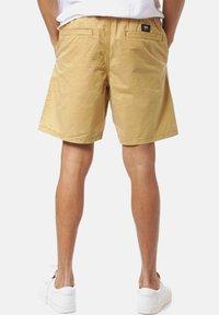 Vans - RANGE SALT WASH - Shorts - dried tobacco - 1