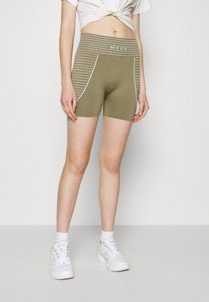 SEAMLESS BOOTY - Shorts - khaki