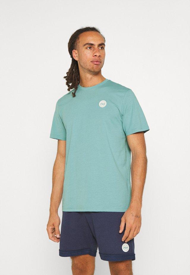 OWEN TEE - Jednoduché triko - cameo blue