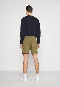 Marc O'Polo DENIM - FRONT POCKETS BACK POCKET - Shorts - fresh olive - 2