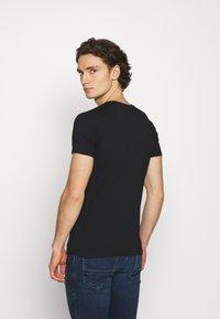 Diesel - UMTEE MICHAELV NECK 3 PACK - Print T-shirt - white/blue/black - 2