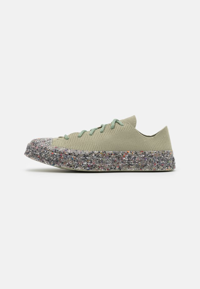 RENEW CHUCK 70 RECYCLED KNIT UNISEX - Sneakersy niskie - light field surplus/string/barely volt