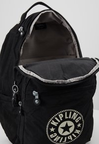 Kipling - SEOUL - Reppu - lively black - 4