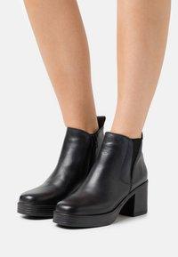 mtng - NAIARA - Kotníkové boty na platformě - black - 0