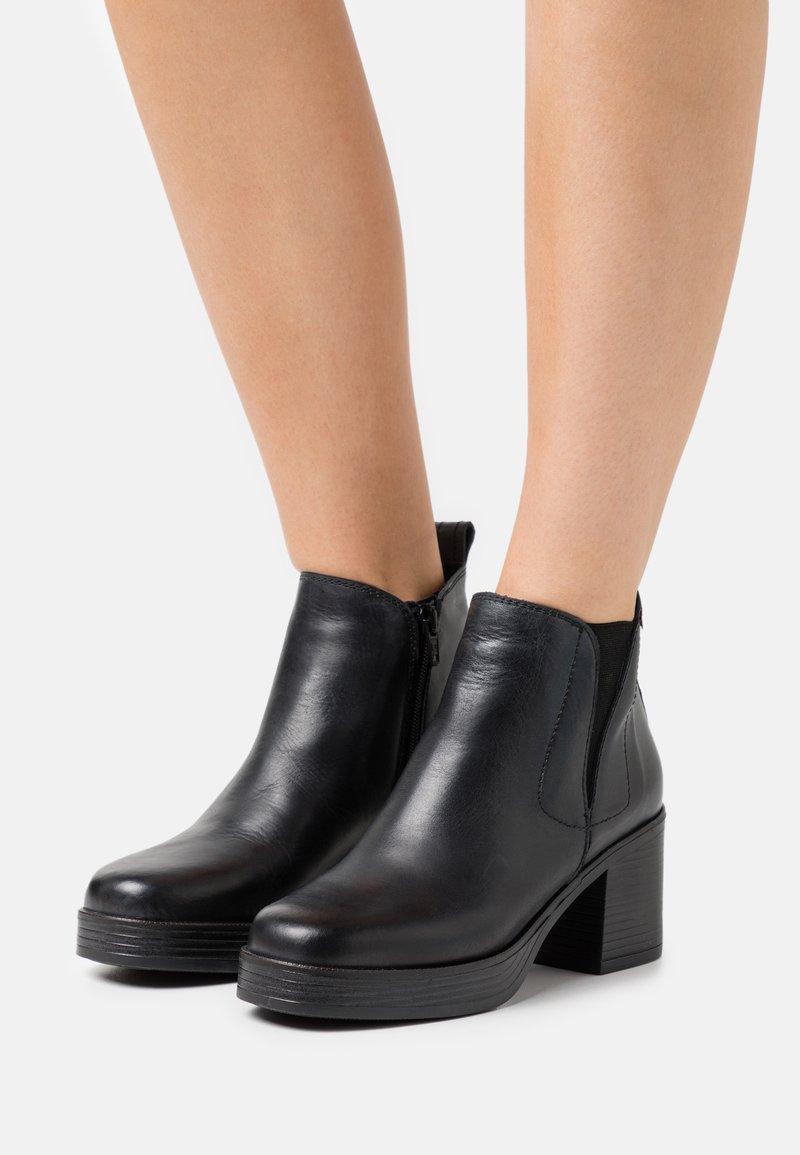 mtng - NAIARA - Kotníkové boty na platformě - black