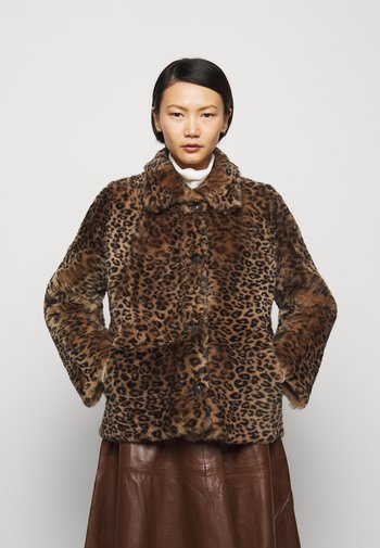 HANNAH COLLAR SHEARLING JACKET - Winter jacket - camel mota
