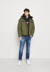 Tommy Hilfiger - REMOVABLE HOODED BOMBER - Winterjacke - green - 1
