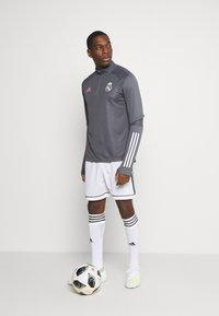 adidas Performance - REAL MADRID AEROREADY FOOTBALL - Klubtrøjer - grey five - 1