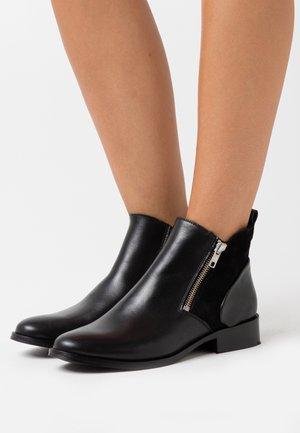 YASPISA  - Kotníková obuv - black