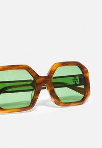 Tory Burch - Sunglasses - honey wood - 4