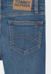 Tommy Hilfiger - SPENCER  - Short en jean - summermedblue - 2