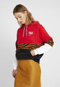 Nike Sportswear - HOODIE - Hoodie - black/university red - 0