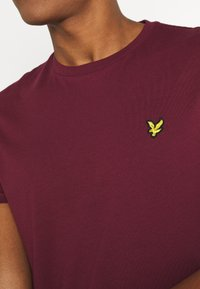 Lyle & Scott - PLAIN - T-shirt basic - merlot - 5
