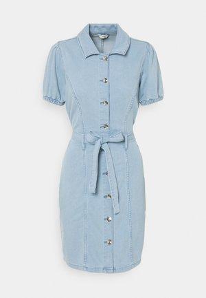 ONLVIBBE BELT DRESS - Denim dress - light blue denim