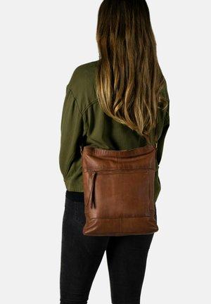 STORSLET URBAN - Across body bag - walnut