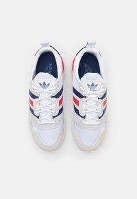 adidas Originals - ZX UNISEX - Trainers - footwear white/dark blue/red - 3
