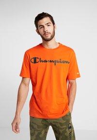 Champion - CREWNECK - Triko spotiskem - orange - 0
