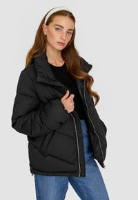 Stradivarius - MIT ROLLKRAGEN - Winter jacket - black - 2