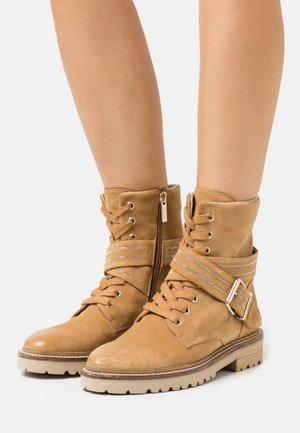 SLIM CHAIN ROAD - Lace-up ankle boots - sand