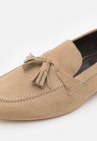 Zign - LEATHER - Scarpe senza lacci - sand - 5
