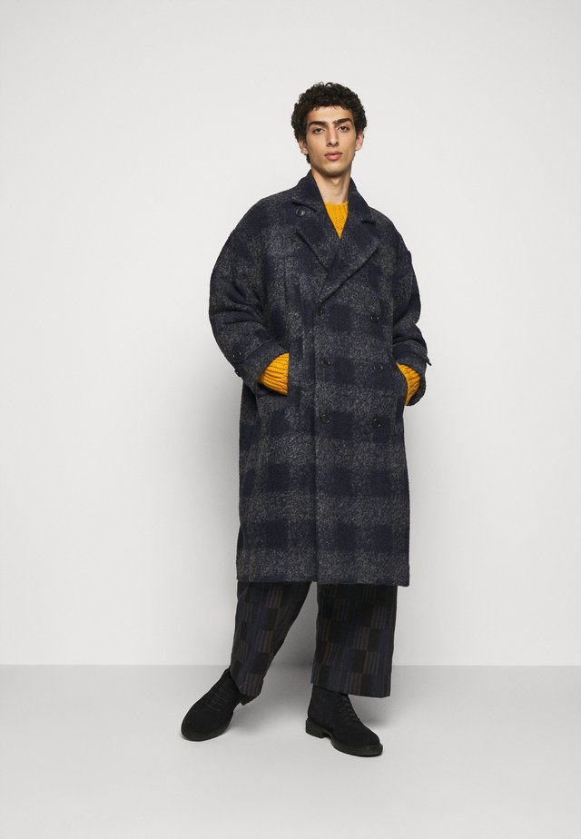 PLUMBER LONG COAT - Zimní kabát - grey/dark blue