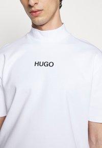 HUGO - DAKAYO - Print T-shirt - white - 6