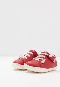 Camper - PEU CAMI - Zapatos de bebé - red - 3