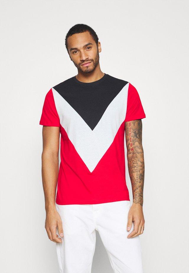 POINTC - T-shirt z nadrukiem - navy/optic white/red