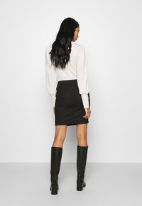 ONLY - ONLBLUSH LIFE SKIRT - Falda de tubo - black - 2