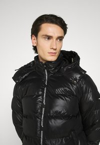 Good For Nothing - HADLOW SHINE PUFFER - Winter jacket - black - 3