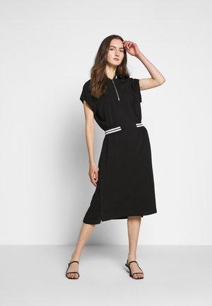 CADY TENNIS DRESS - Denní šaty - black