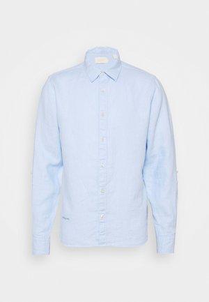 REGULAR FIT- GARMENT-DYED WITH SLEEVE ROLL-UP - Košile - blue